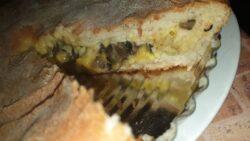 пирог с вешенкой картофелем и сыром разрез
