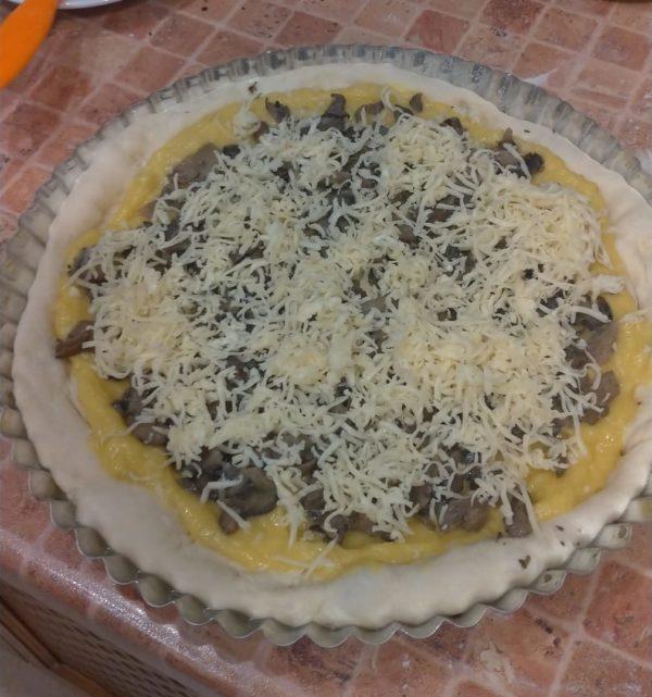 тёртый сыр в закрытый пирог
