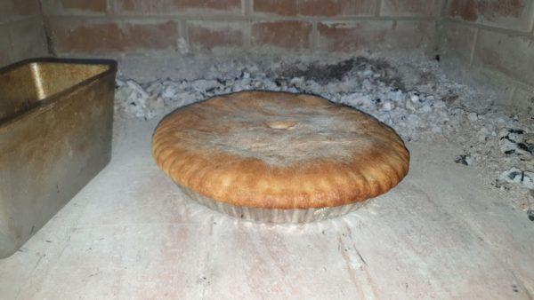 пирог готов в печи
